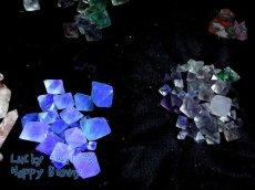 画像8: 蛍光反応 フローライト各種  蛍石 鑑別済み メニューにより八面体あり (8)