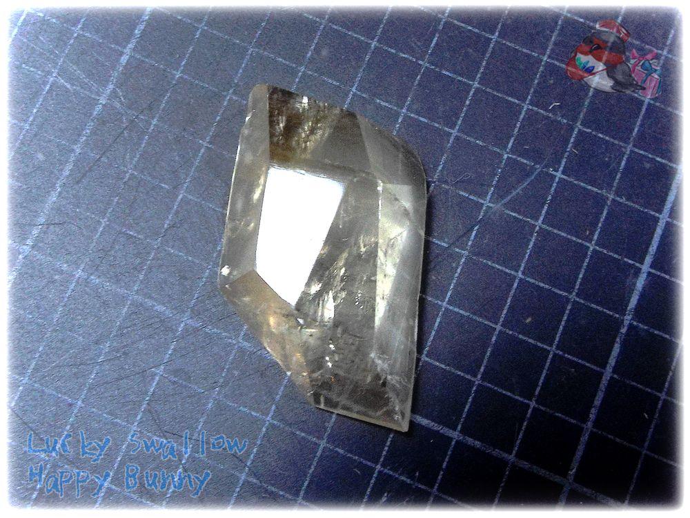 画像1: コレクション向け アイスランド産 カルサイト 結晶 ファンシーファセットカットルース No.3668 (1)